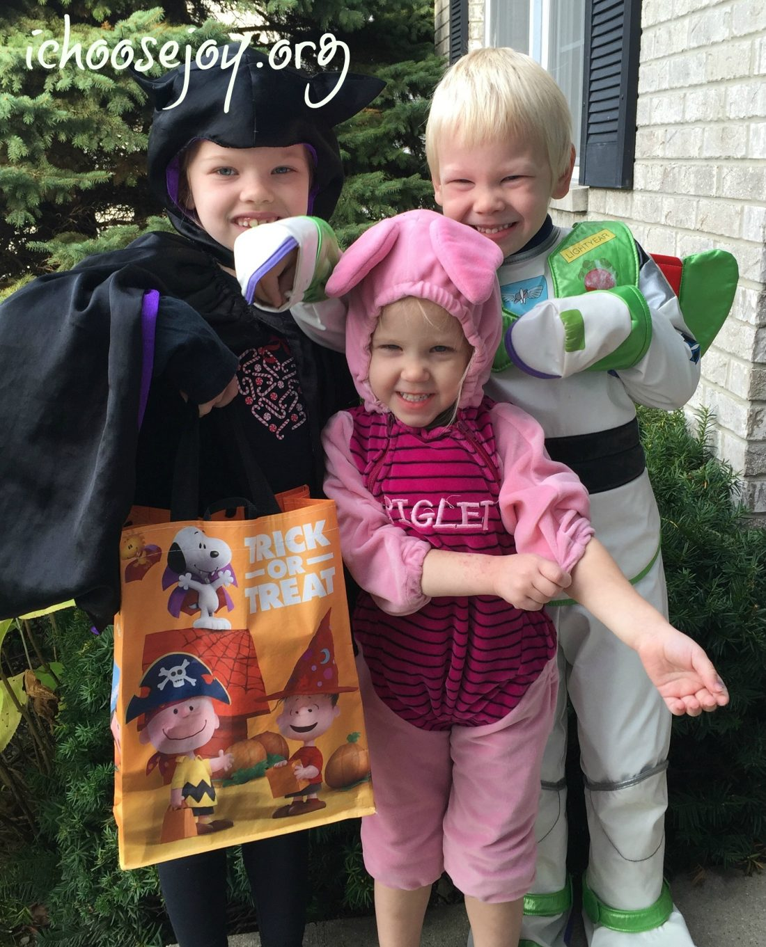 """Fun Costume and Snack Ideas for """"The Peanuts Movie"""""""