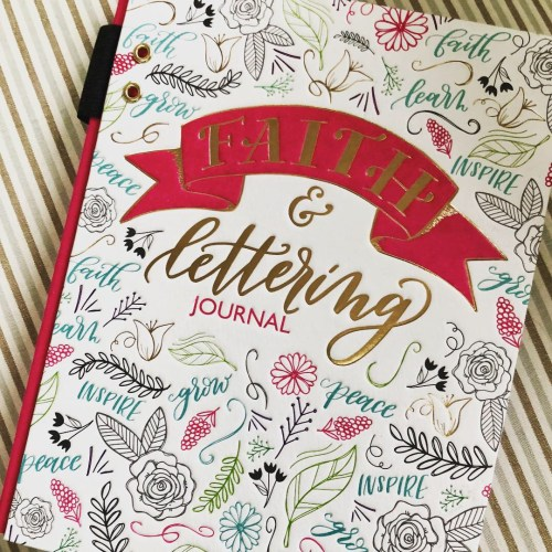 How to Use Ellie Claire Interactive Art Journals During your Homeschool Bible Time. These journals are perfect for gifts, personal devotion time, and include tutorials to learn how to do creative lettering! #ichoosejoyblog #bible #biblejournaling #ellieclairegifts