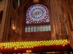 Frankreich Paris Notre Dame de Paris Kathedrale Kirche Gotik Île-de-la-Cité Kirchenschiff Innenraum Kirchenfenster Rosette Rose Fensterrose Kerzen