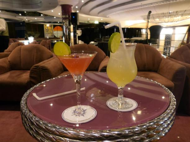 Cocktails in der Piano Bar-1200x900