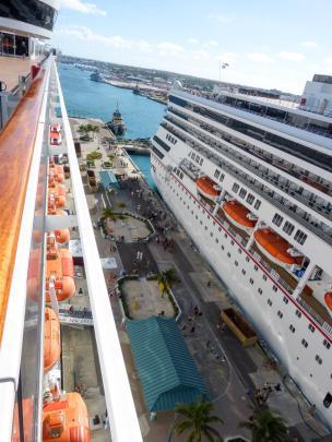 Hafenpier in Nassau Bahamas-900x1200