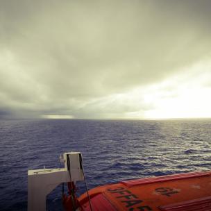 Regenwolken über dem Meer-1200x900