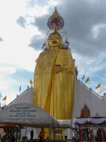 Thailand Bangkok Tempel Wat Intharawihan Standing Buddha