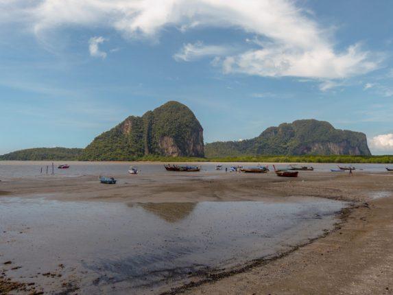 Thailand Koh Ngai Koh Hai Insel Andamanensee Inselparadies Meer Kalkfelsen Fähre Trang Pakmeng Pier