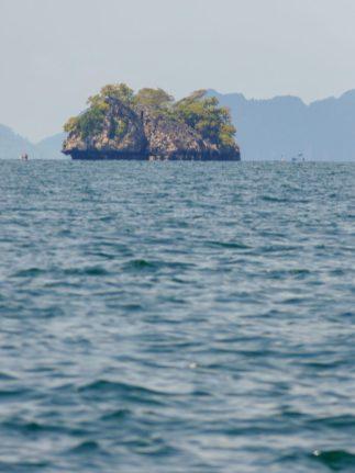 Thailand Koh Ngai Koh Hai Insel Andamanensee Inselparadies Meer Kalkfelsen Fähre