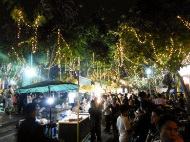 Thailand Bangkok Lichterfest Loi Krathong Santi Chai Prakan Park Chao Phraya