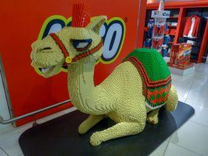 Abu Dhabi Flughafen Kamel Lego