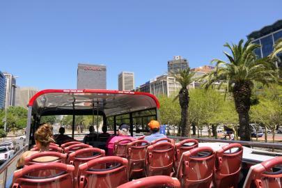 Südafrika Kapstadt Cape Town City Sightseeing Hop on Hop Off Bus Doppeldeckerbus Bustour City Bowl Innenstadt