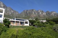 Südafrika Kapstadt Cape Town City Sightseeing Hop On Hop Off Bus Doppeldeckerbus Bustour Häuser am Tafelberg