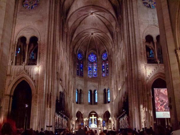 Frankreich Paris Notre Dame de Paris Kathedrale Gotik Kirchenschiff Innenraum Gewölbe Altar Chor