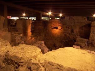 Frankreich Paris Krypta Parvis de Notre Dame mittelalterliche Ausgrabungen Vorplatz
