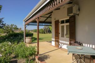 Südafrika South Africa Weinregion Winelands Stellenbosch Hoopenburg Guesthouse Zimmer Veranda Ranch