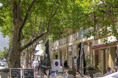 Südafrika South Africa Weinregion Winelands Franschhoek Innenstadt Promenade Geschäfte Cafés