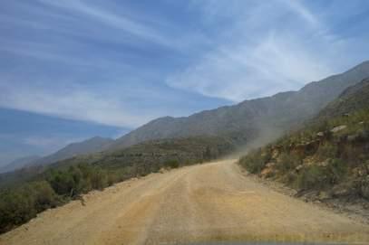 Südafrika South Africa Kleine Karoo Oudtshoorn Swartberge Swartberg Pass Berge Schotterstraße dirt road