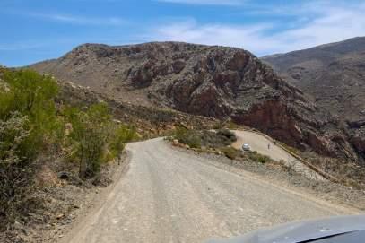 Südafrika South Africa Kleine Karoo Oudtshoorn Swartberge Swartberg Pass Berge Schotterstraße Serpentinen