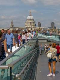 Großbritannien England UK London St Pauls Cathedral Kathedrale Millenium Bridge Brücke