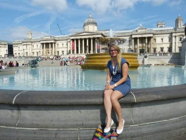 Großbritannien England UK London West End Trafalgar Square National Gallery Brunnen