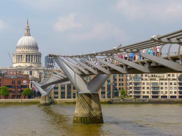 Großbritannien England UK London Southbank City of London Millenium Bridge St Pauls Cathedral Brücke