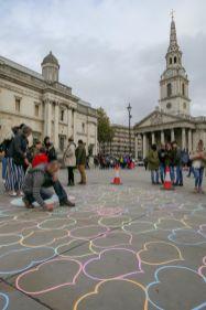 London England UK Trafalgar Square St Martin in the fields Herzen Straßenkunst
