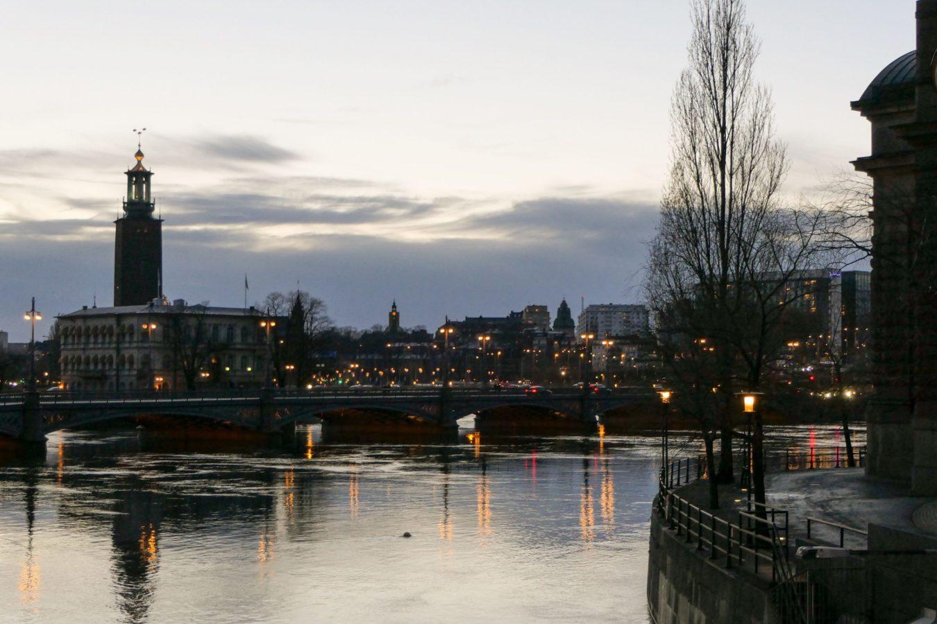 Stockholm Schweden Abend Wasser Rathaus