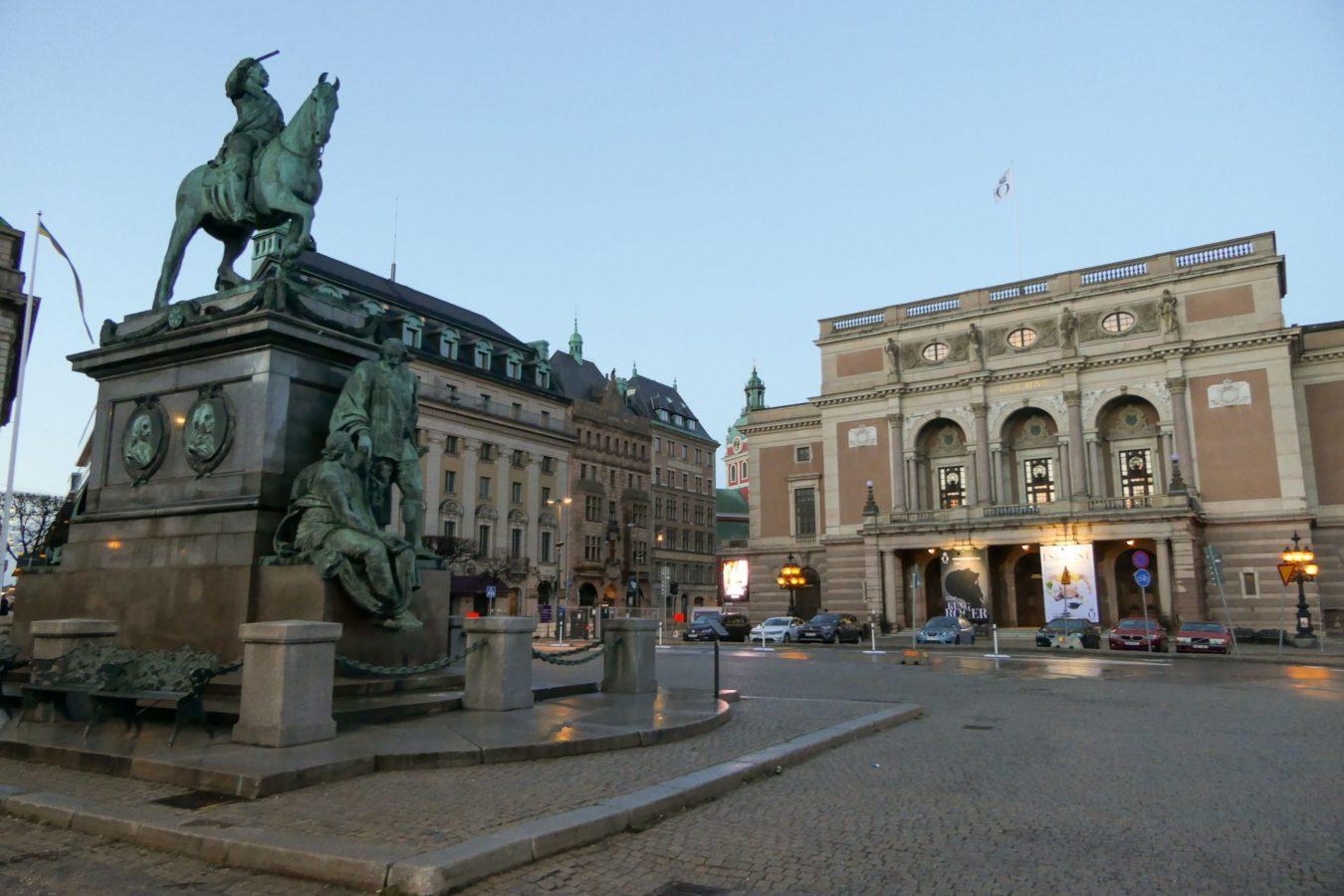 Stockholm Schweden Abend Königliche Oper Denkmal Reiter Gustav II