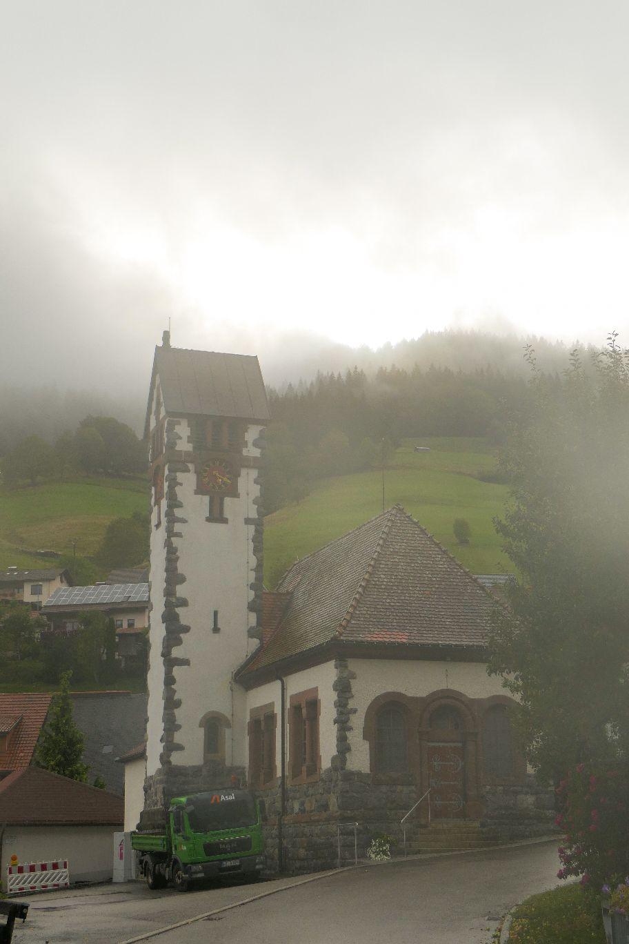 Deutschland Schwarzwald Hochschwarzwald Aftersteg Kapelle Nebel
