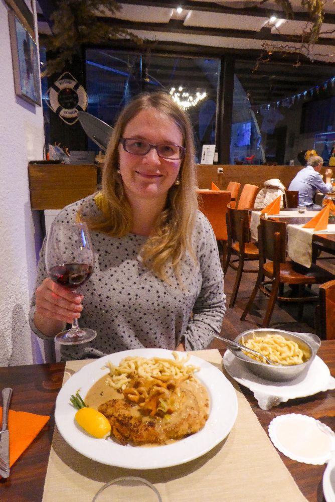 Deutschland Schwarzwald Hochschwarzwald Restaurant Hinterzarten CouCou Pfiffling Schnitzel Spätzle