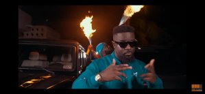 Sarkodie surprises fans with Oofeetsɔ ft. Prince Bright, causing a buzz on social media.