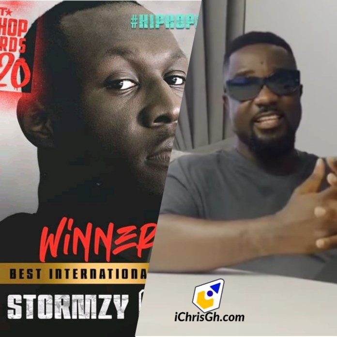 Sarkodie presents Best International Flow award to Stormzy