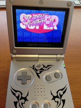 Game Boy Advance SP mit Super Puzzle Fighter II