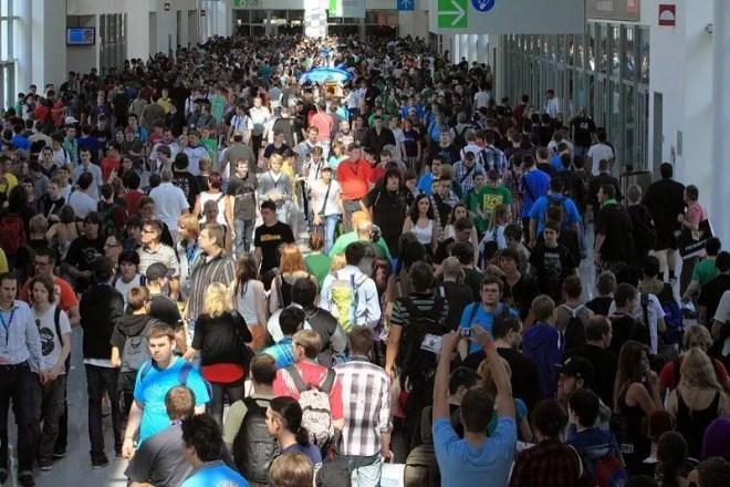Schon am Donnerstag war es voll auf der gamescom 2011, Foto: Frederic Schneider