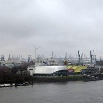 Viel grauer Hafen.
