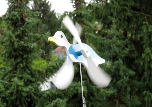 Unser Mitbringsel für die Terrasse - eine windige Möwe aus De Haan!