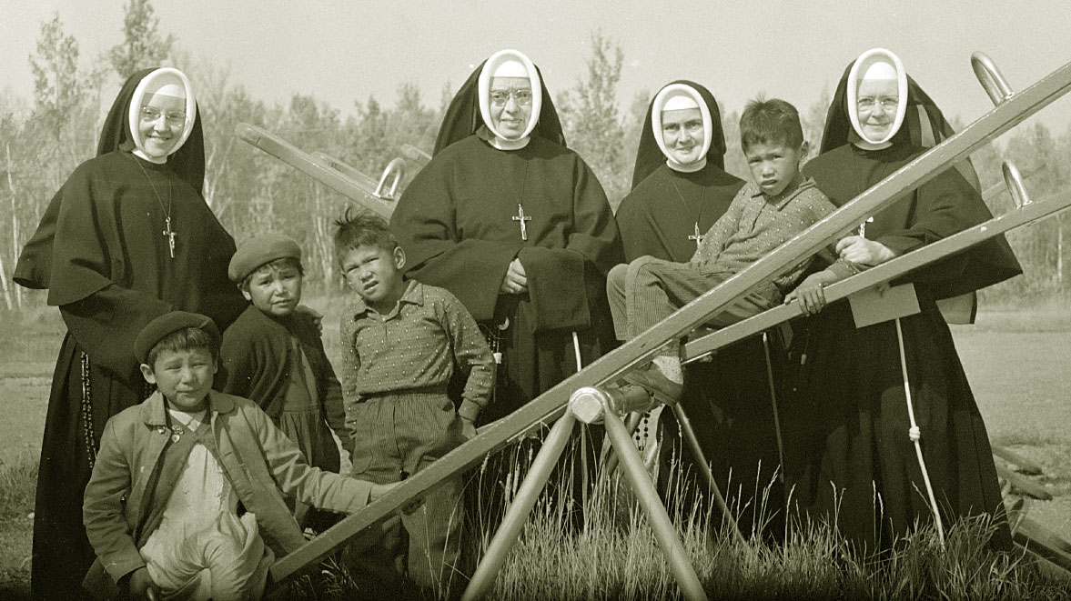 Des soeurs et des enfants autochtones