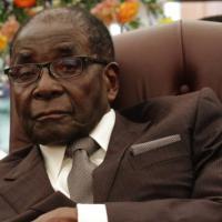 """Un pasteur qui avait prédit la mort de Robert Mugabe affirme finalement que """"Dieu a changé d'avis"""""""