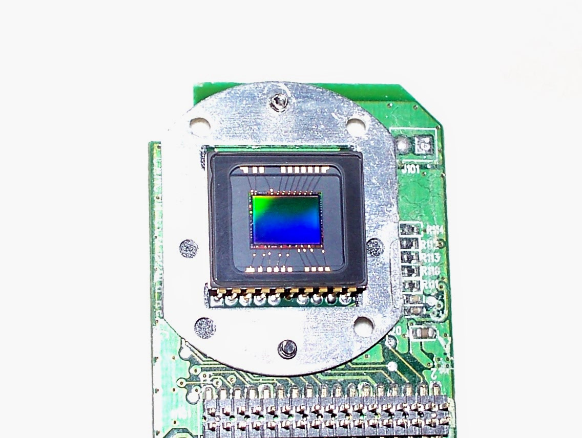 Un sensor CCD, emprat en aquest cas en una càmera HP de 2.1 megapixels