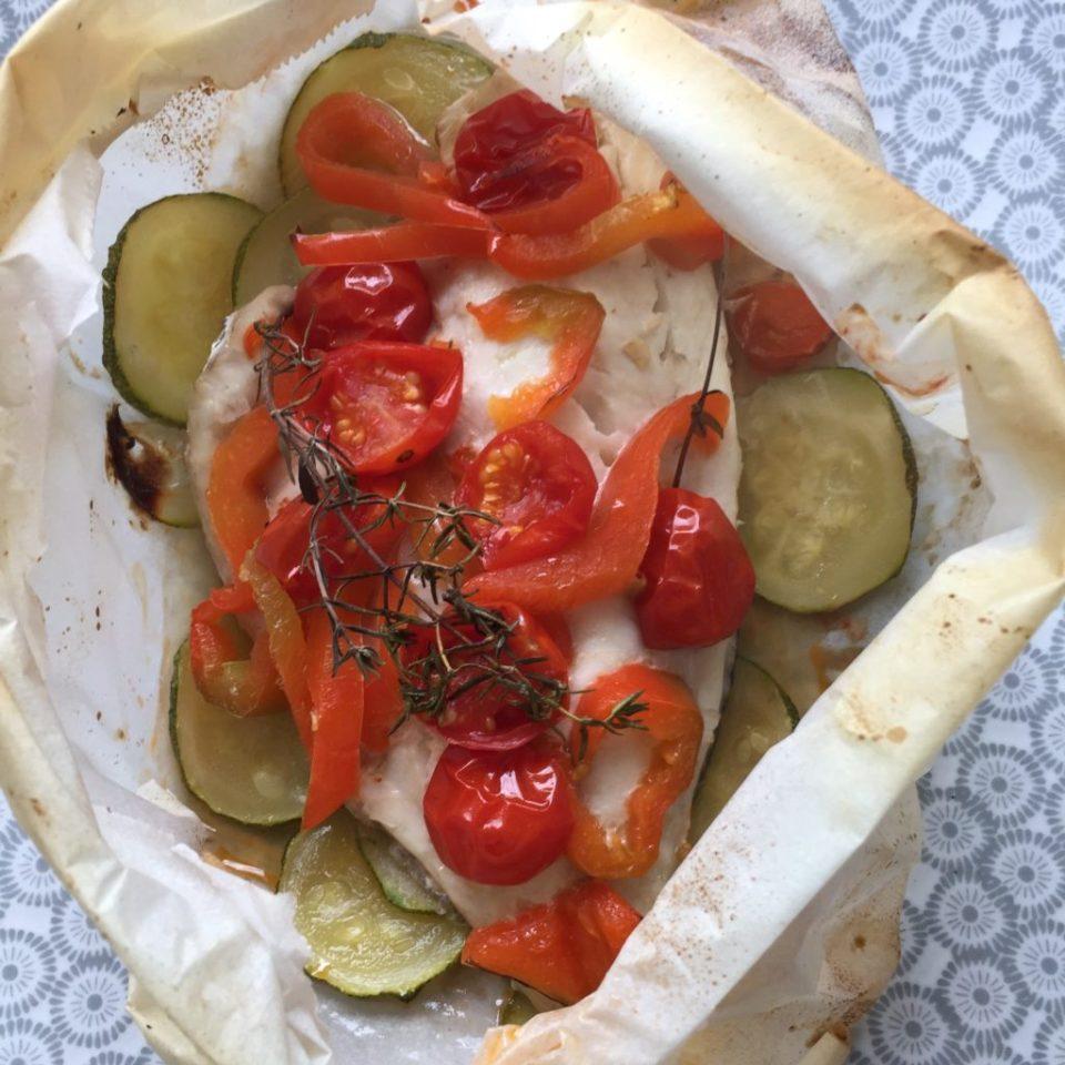 papillote de dorade tomates, poivrons et courgettes après cuisson