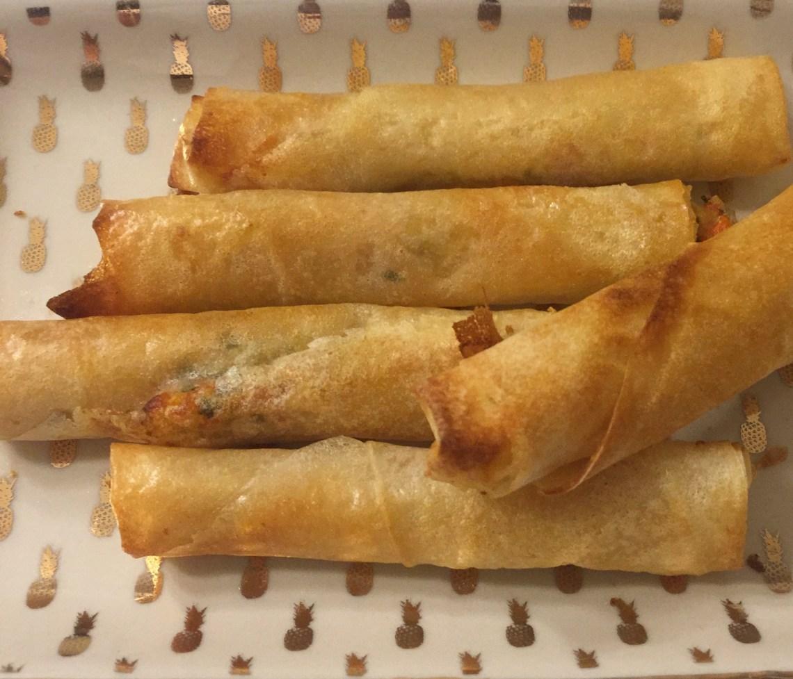 Roulés aux crevettes à la mangue et au coriandre pour l'apéro