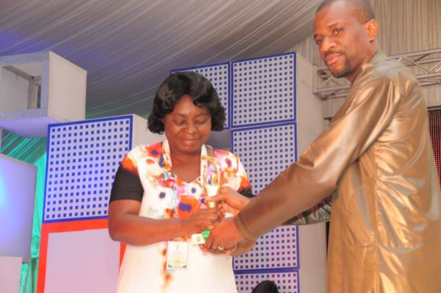 Helen Eni receiving a previous award