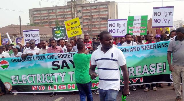 Nigerians protesting against new electricity tariffs