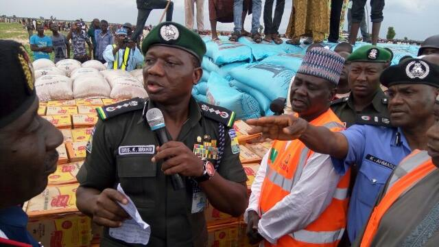 Acting IGP Ibrahim Idris at the Muna IDP camp