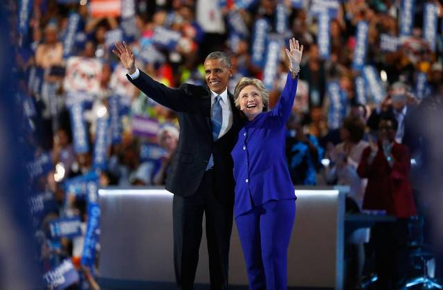 Obama, Hillary waves at cheering supporters