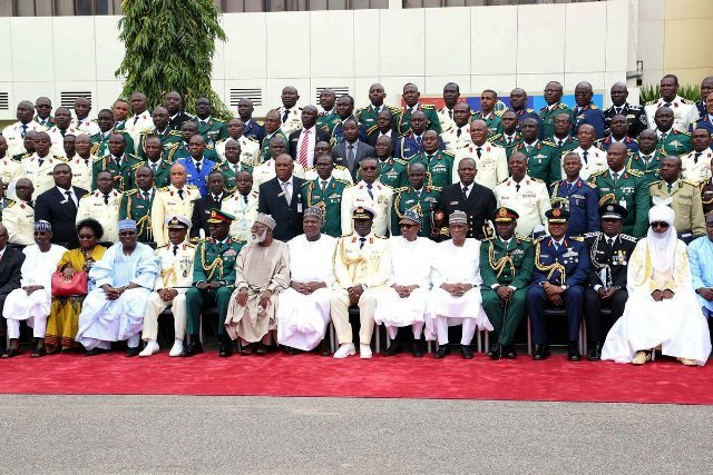 President Buhari and other dignitaries in a group photograph with the graduands