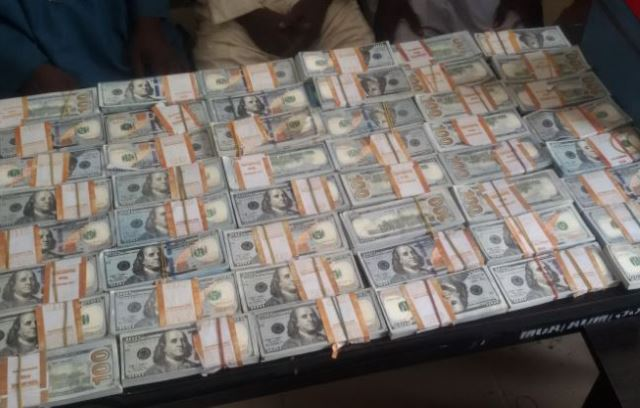 EFCC Arrests Fraudsters With $570,000 Fake Currency