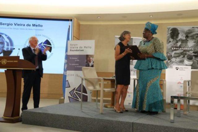 Nigerian Rebecca Dali receives her world humanitarian award2