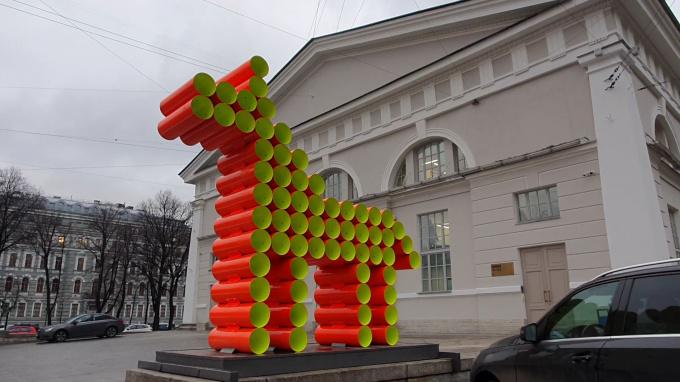 Скульптура коня из труб