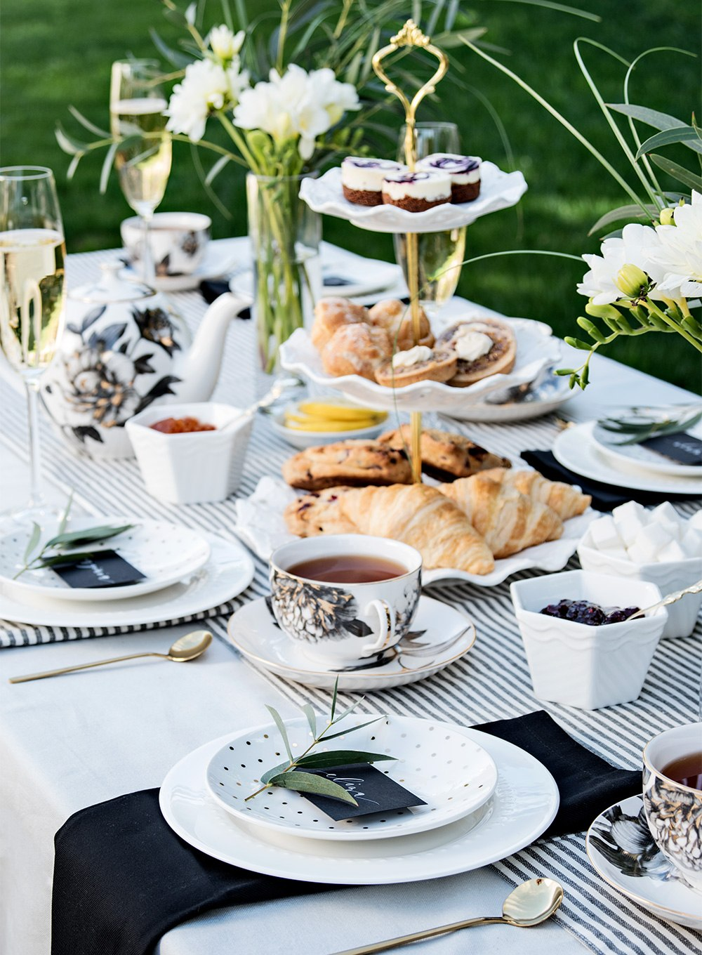 Outdoor Tea Party Tablescape