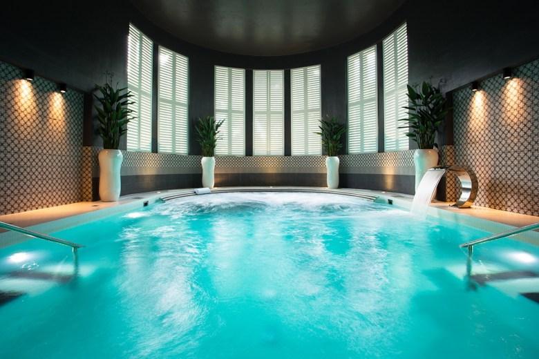 Hedon spa bathing pool
