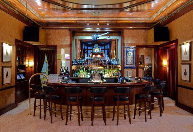 Club Macanudo cigar bar New York City - Interior