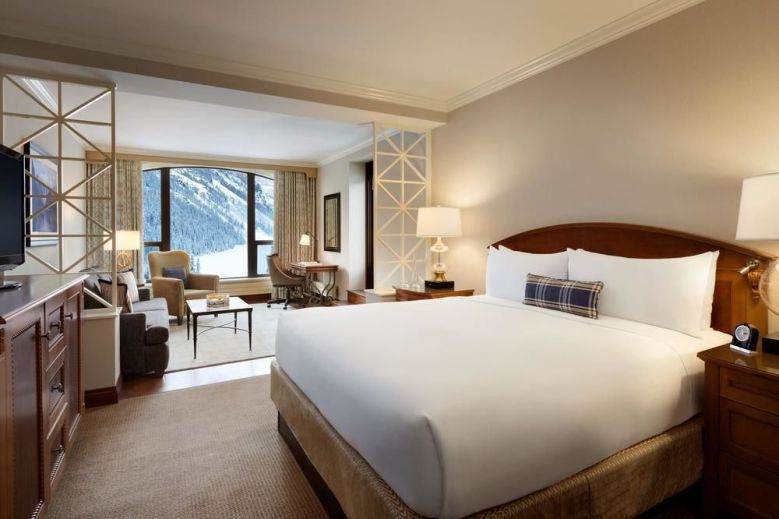 Fairmont Chateau Lake Louise - Bedroom Suite with mountain view